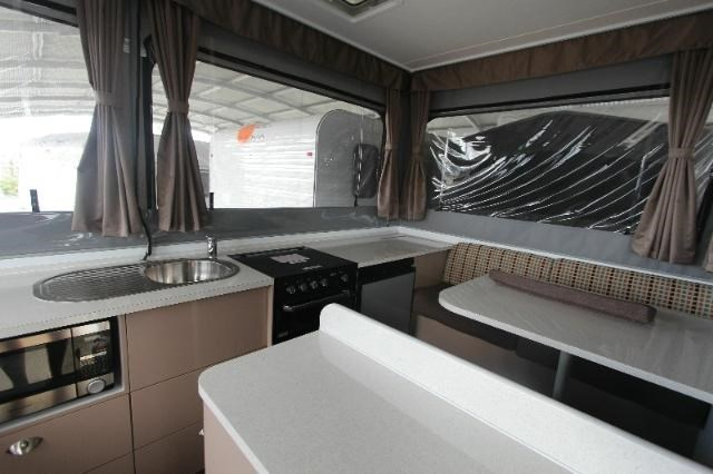 goldstream rv crown 358951 002