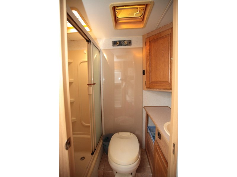 winnebago industries alpine 2855 378379 008