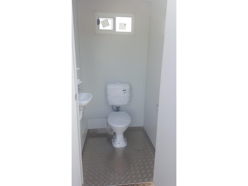 e i group portables 1.2 x 1.2 sewer connect single toilet. 132235 003