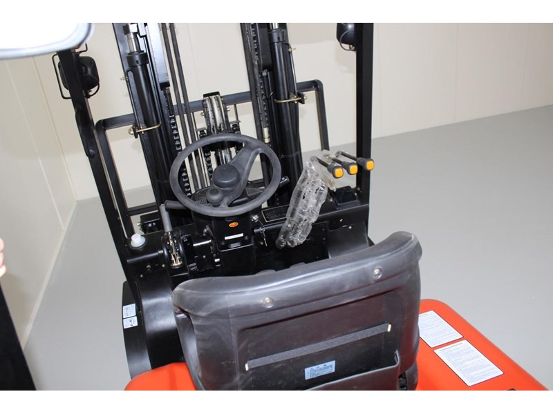 wecan forklift with 3 stage mast container 378369 006