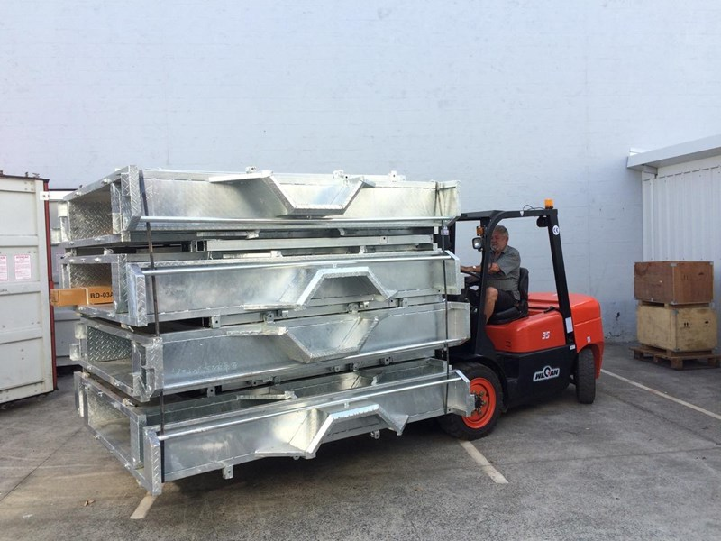 wecan forklift with 3 stage mast container 378369 021