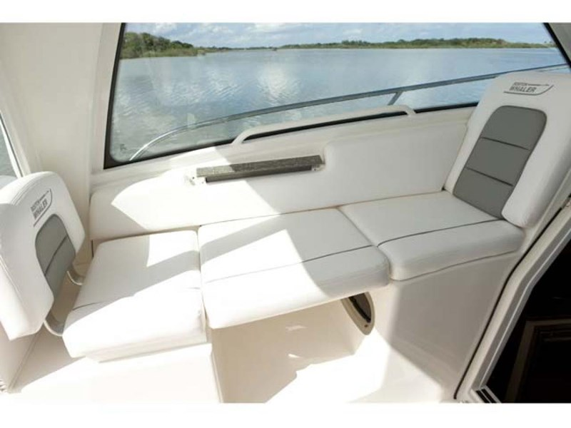 boston whaler 285 conquest pilothouse 294257 006