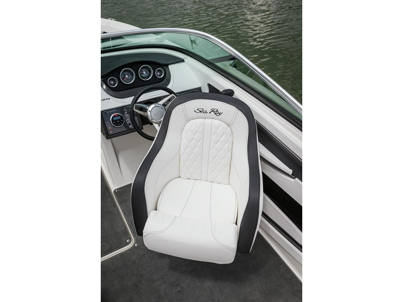 sea ray 220 sundeck 295890 016