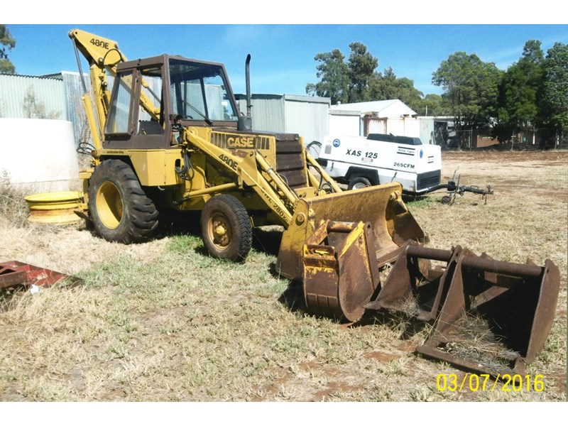 case 480e backhoe 382667 001