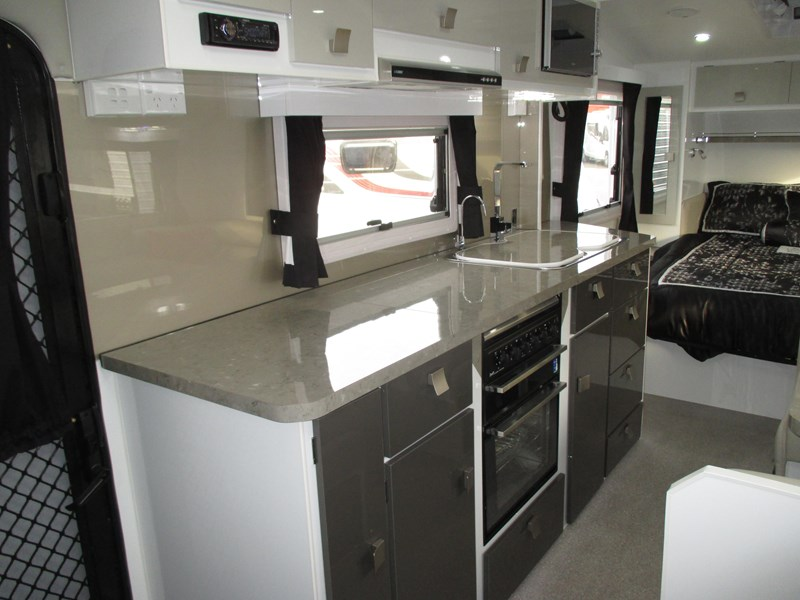 traveller intrigue 21' with full ensuite 383156 005