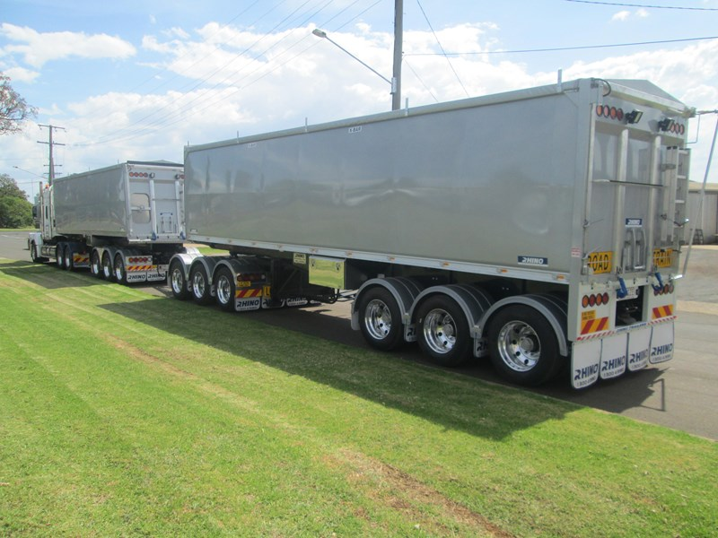 rhino triaxle b double/ road train 140818 002