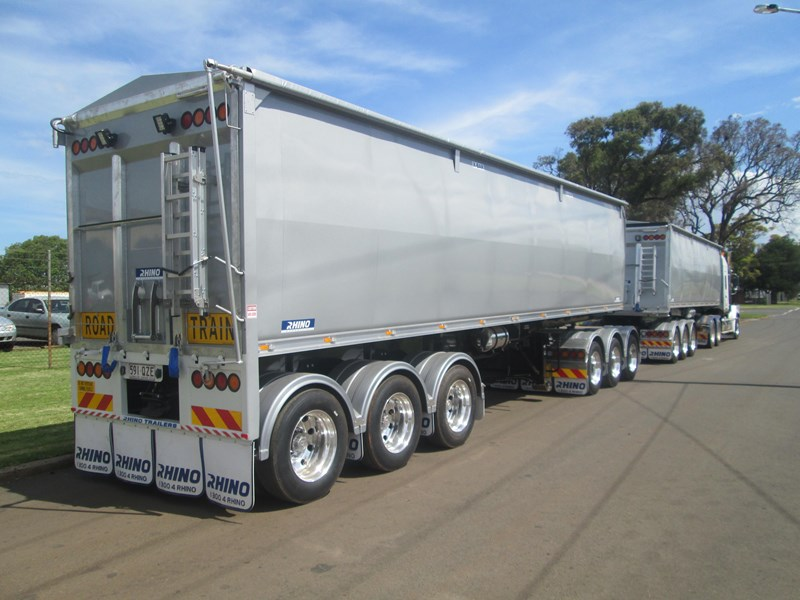 rhino triaxle b double/ road train 140818 001