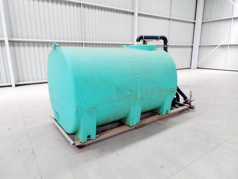 workmate 4000 litre poly tanks 20989 001