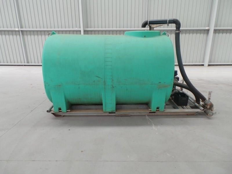 workmate 4000 litre poly tanks 20989 002