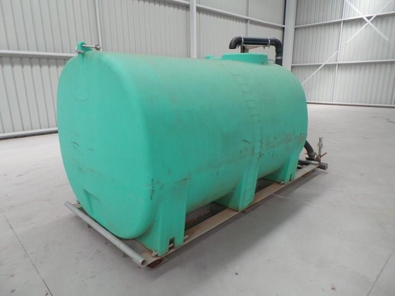 workmate 4000 litre poly tanks 20989 008