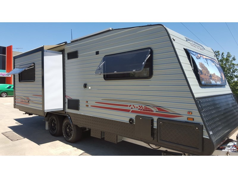 universal caravans 24ft crystal river 393127 001