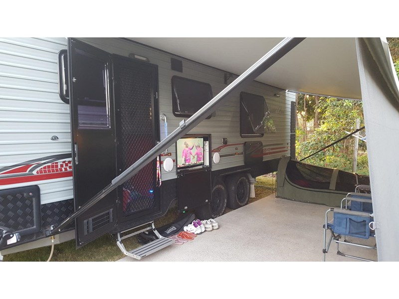 universal caravans 24ft crystal river 393127 021