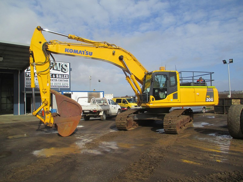 komatsu pc300-8 (also available for hire) 396289 002