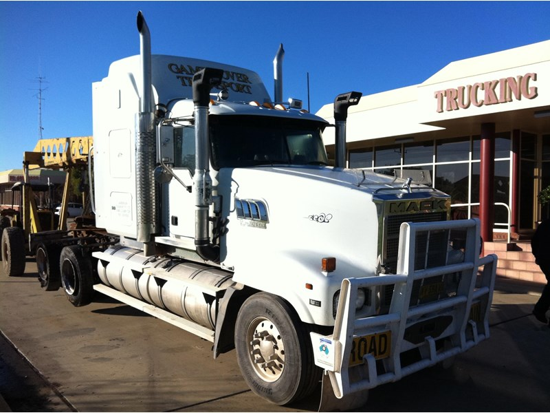 mack superliner 394608 001