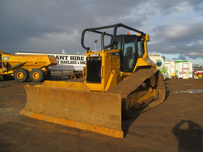 caterpillar d6n lgp dozer (also available for hire) 404947 011