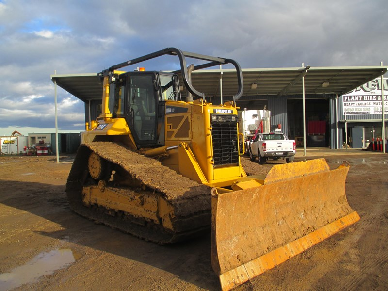 caterpillar d6n lgp dozer (also available for hire) 404947 012