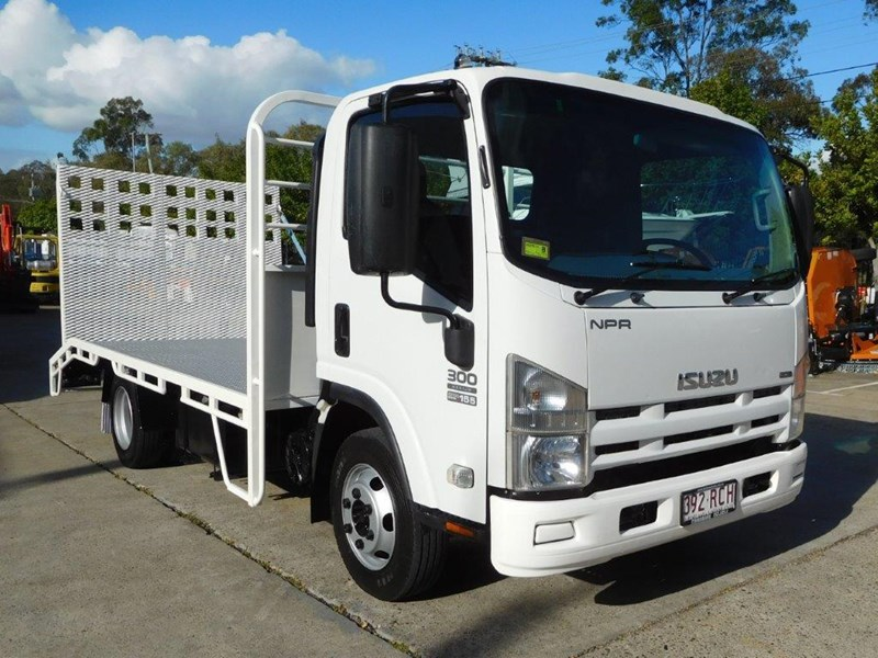isuzu npr300 medium 408079 004
