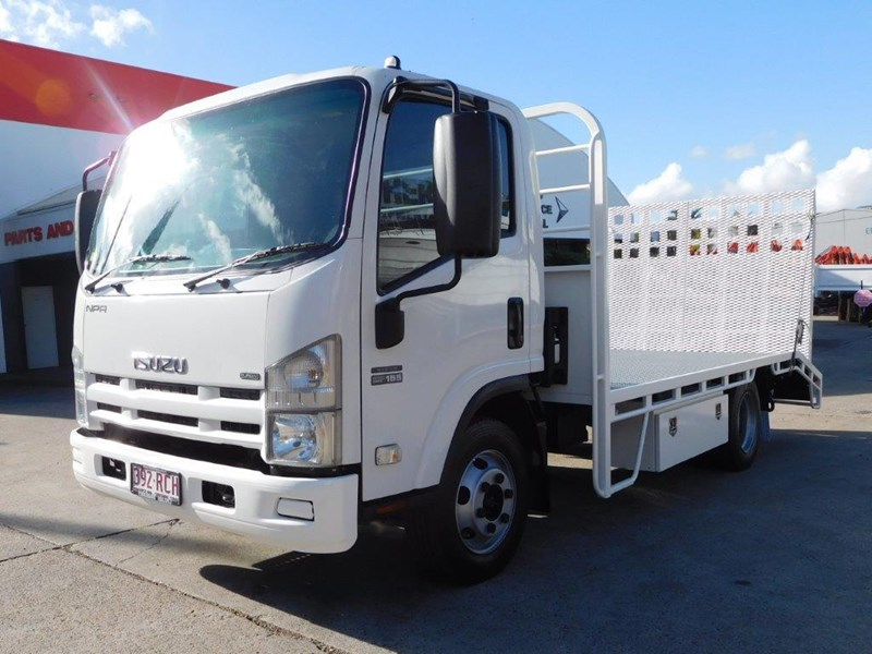 isuzu npr300 medium 408079 005