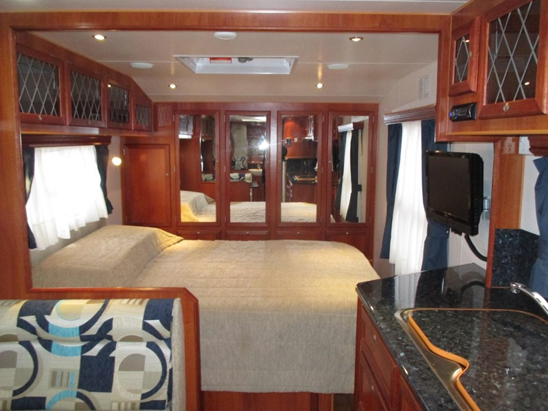 traveller penthouse semi off road 24'..full ensuite...sold... 408943 009