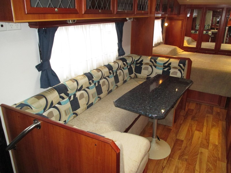 traveller penthouse semi off road 24'..full ensuite 408943 010
