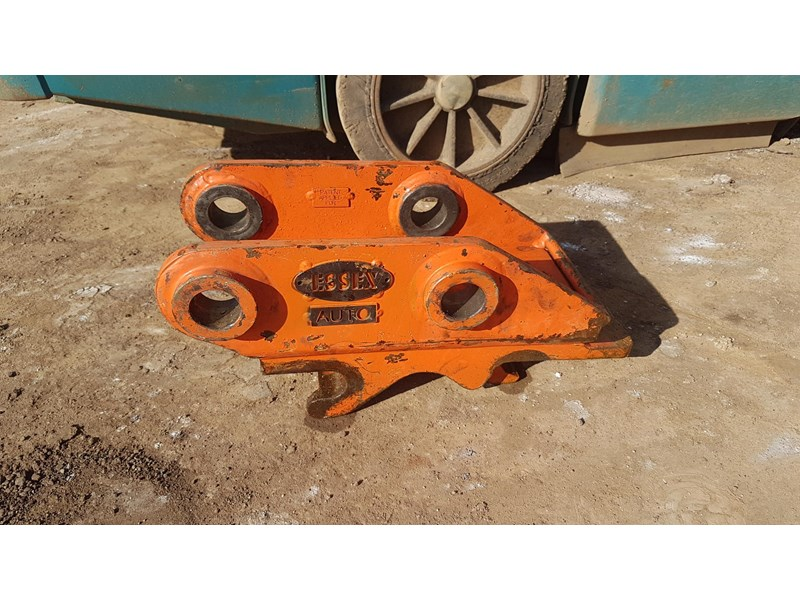 essex auto quick hitch 5t excavator 411996 001