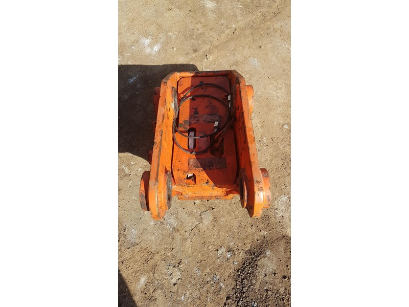 essex auto quick hitch 5t excavator 411996 002