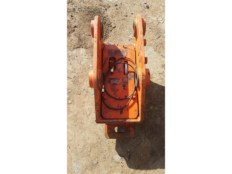essex auto quick hitch 5t excavator 411996 003