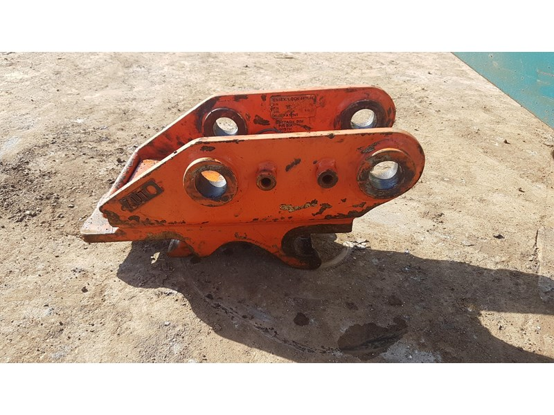 essex auto quick hitch 5t excavator 411996 004