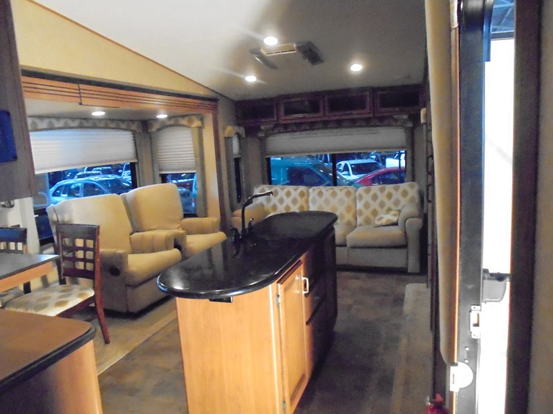 crossroads rv 2015 cruiser/ 2013 gmc 412156 006