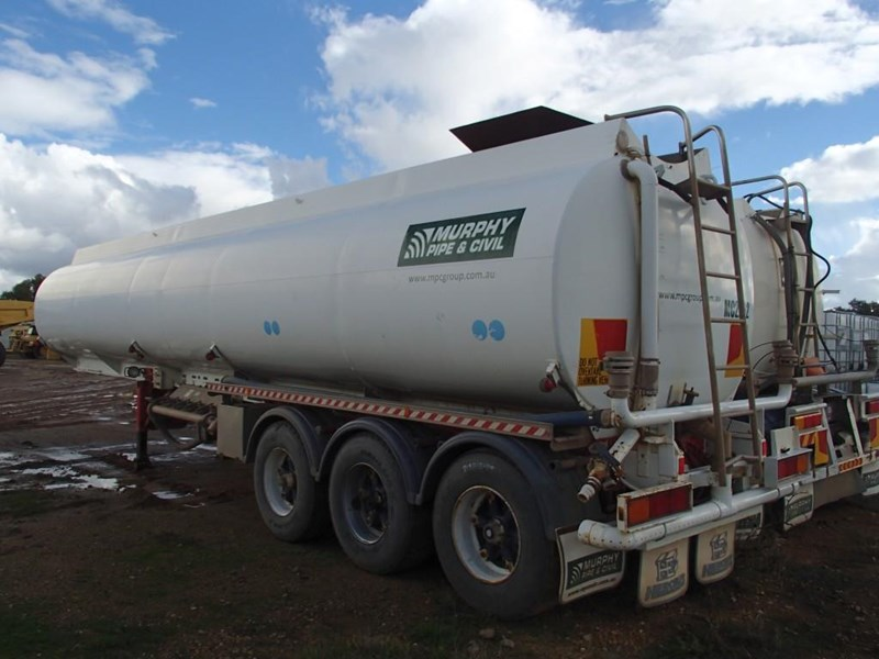 marshall lethlean tri axle water tanker 413333 002