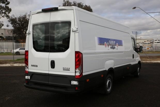 iveco daily 35s13 413442 004