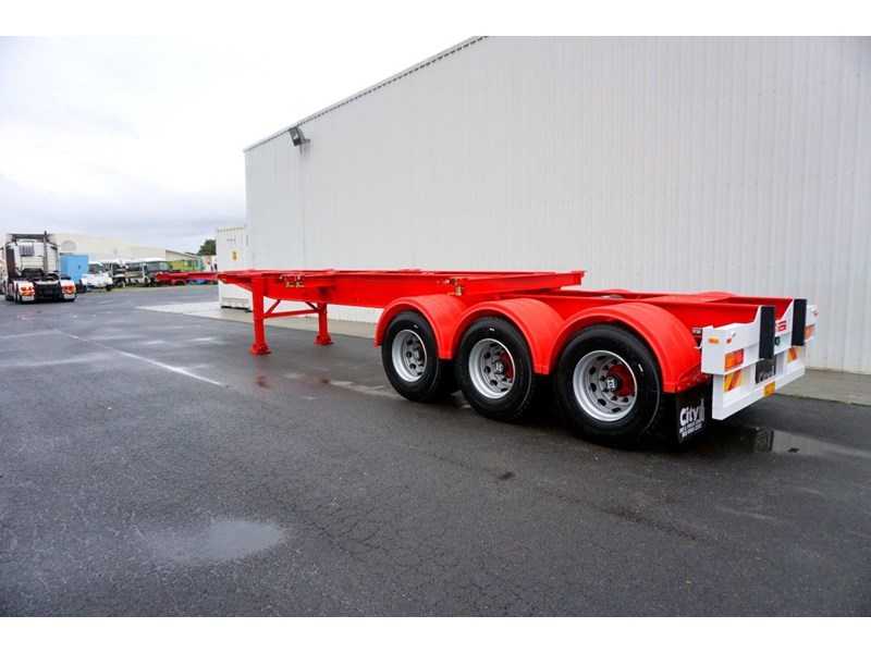 cbtc australian made tri-axle retractable skel trailers 413709 002