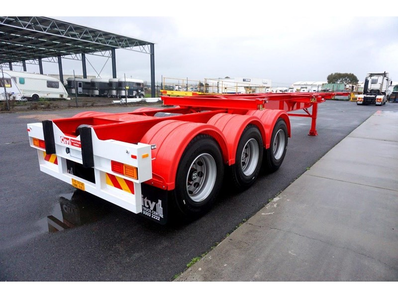 cbtc australian made tri-axle retractable skel trailers 413709 005