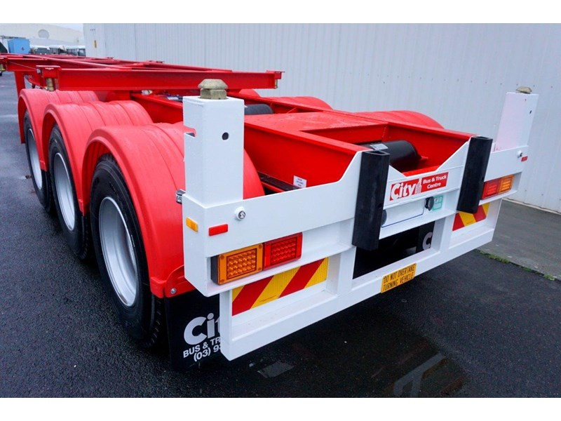 cbtc australian made tri-axle retractable skel trailers 413709 014