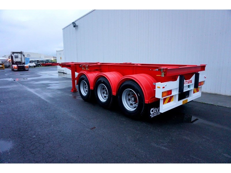 cbtc australian made tri-axle retractable skel trailers 413709 016