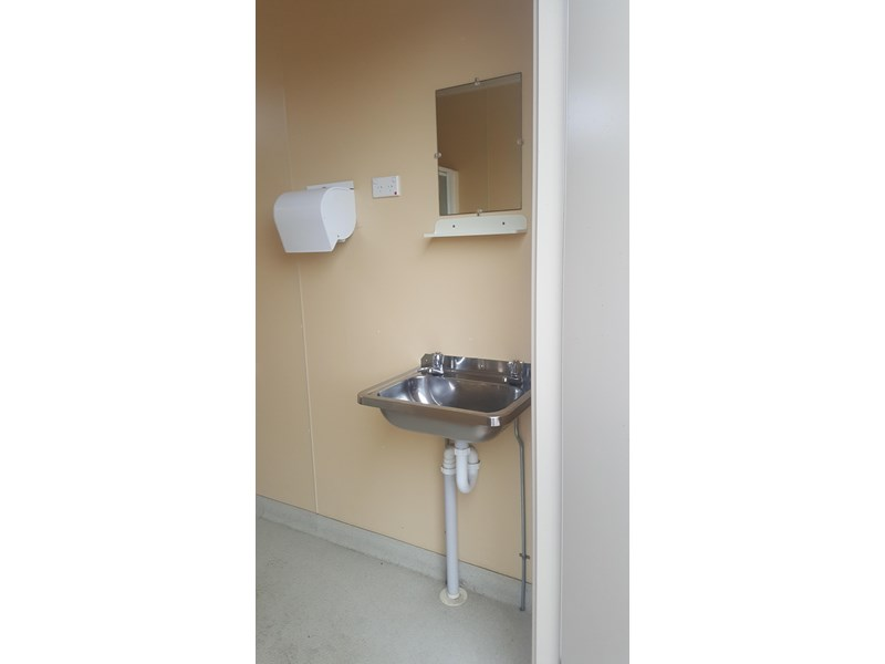 e i group portables used 7.2m x 2.4m ablution 414108 003