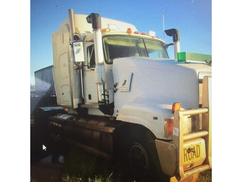 mack superliner 414268 009