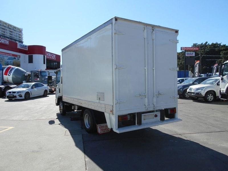 isuzu npr200 medium 419734 005