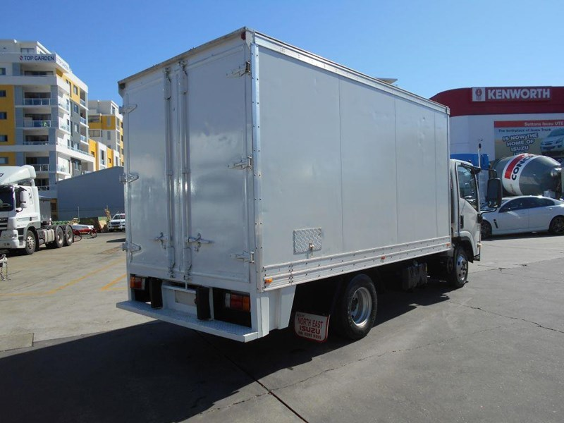 isuzu npr200 medium 419734 007