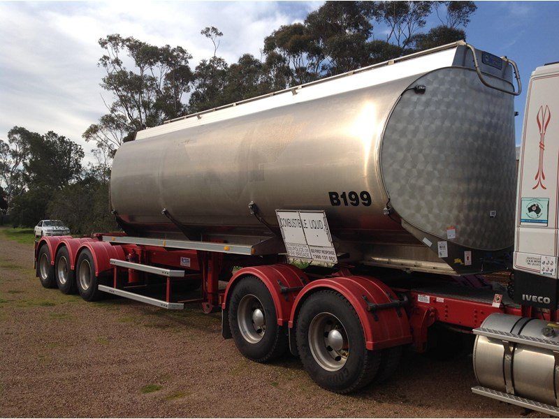 marshall lethlean triaxle 25 meter a  fuel tanker 422938 001