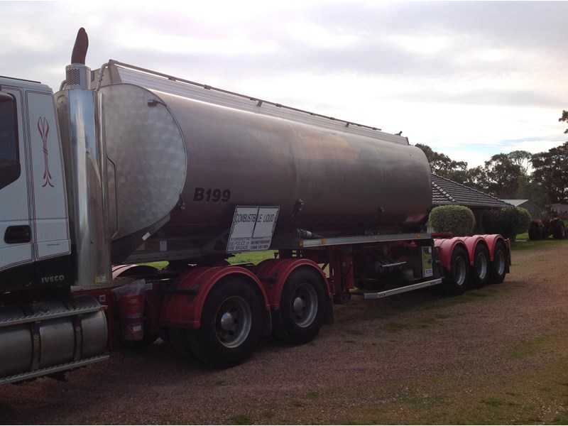 marshall lethlean triaxle 25 meter a  fuel tanker 422938 002