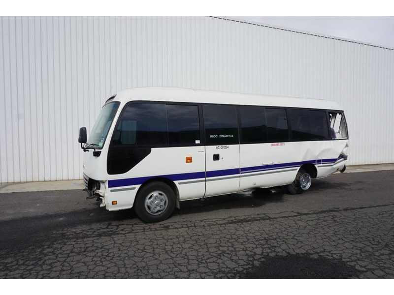 toyota coaster 50 series xzb50r - now wrecking!! 424276 001