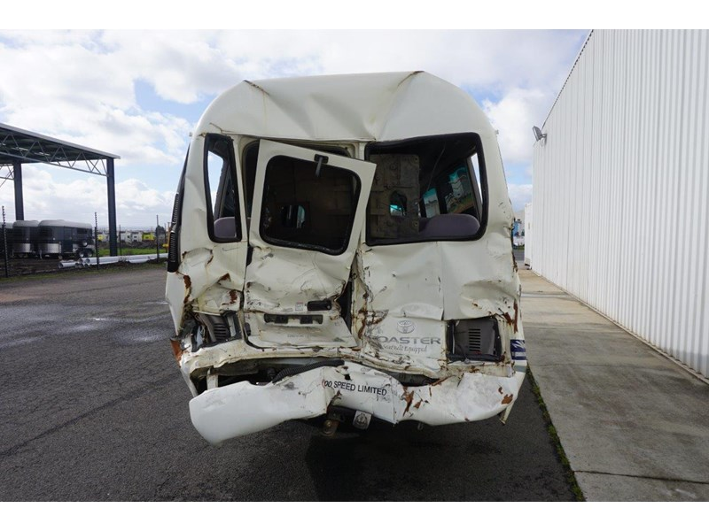 toyota coaster 50 series xzb50r - now wrecking!! 424276 009