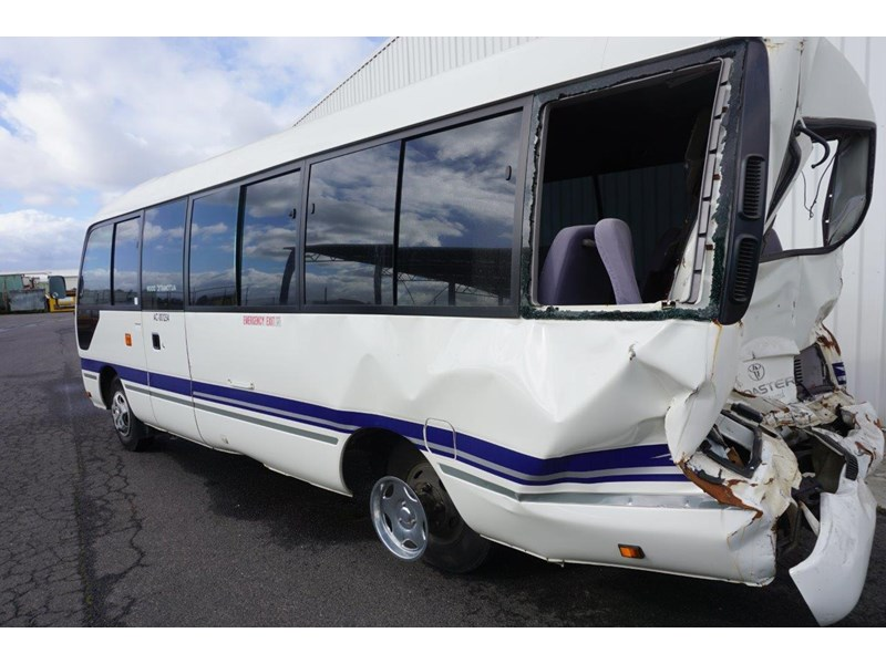 toyota coaster 50 series xzb50r - now wrecking!! 424276 010