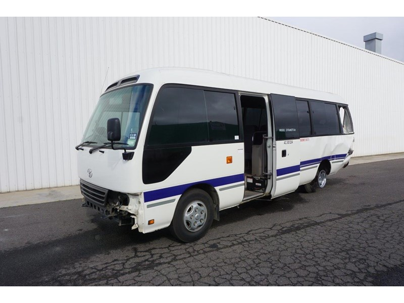 toyota coaster 50 series xzb50r - now wrecking!! 424276 002