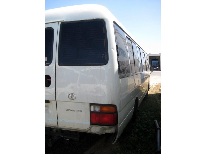toyota coaster 50 series hzb50r - now wrecking!! 424360 002