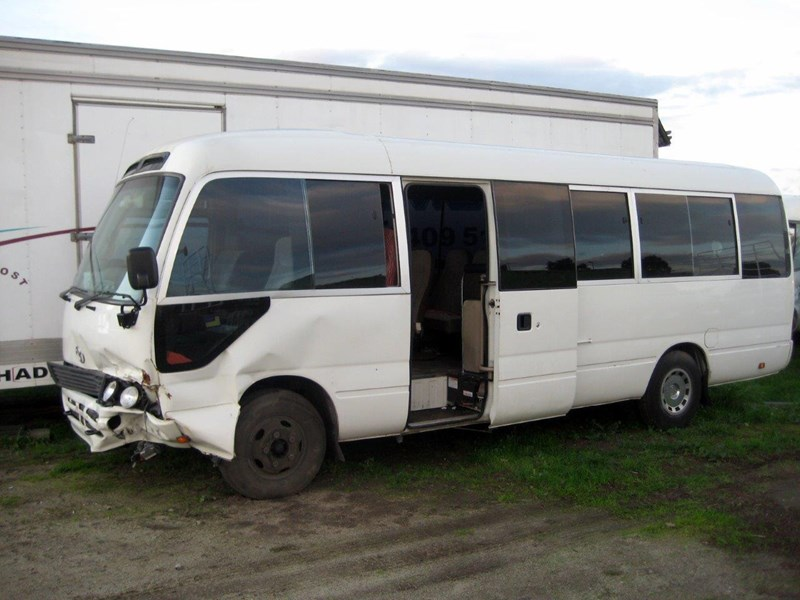 toyota coaster 50 series hzb50r - now wrecking!! 424360 006