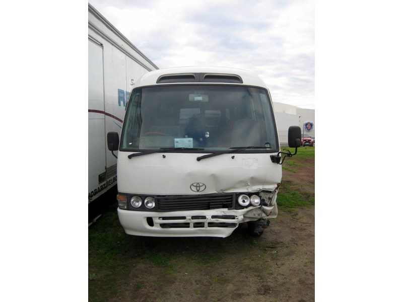 toyota coaster 50 series hzb50r - now wrecking!! 424360 009