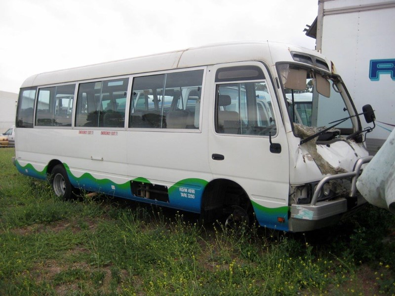 toyota coaster 50 series hzb50r wreck - now wrecking!! 424363 002