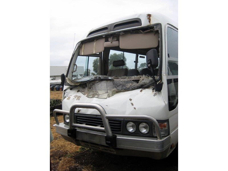 toyota coaster 50 series hzb50r wreck - now wrecking!! 424363 004